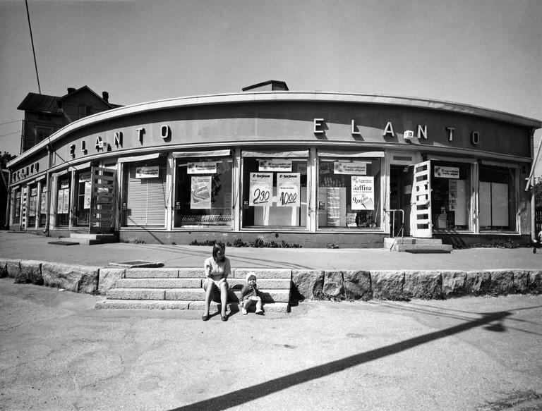 Elannon Pasilan myymälä. Hertankatu 15. 28. -29. 8 1971 välisenä yönä myymälä muutettu palvelusmyymälästä pikamyymäläksi.